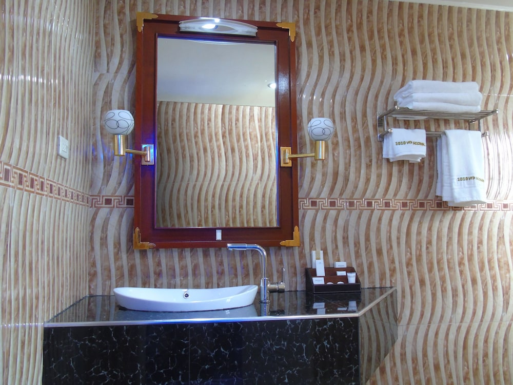 Bathroom, Blue Rock Beach Resort