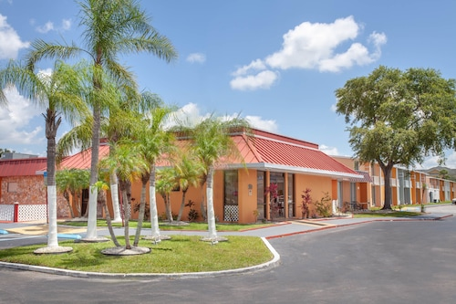 A-P-T Suites, Travelodge by Wyndham Kissimmee East