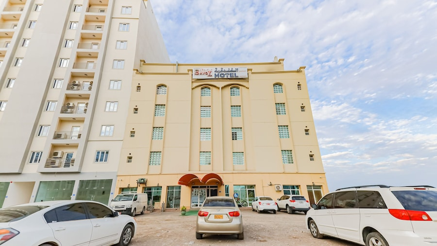 OYO 122 Savoy Inn Hotel