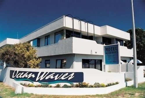 Ocean Waves Motel