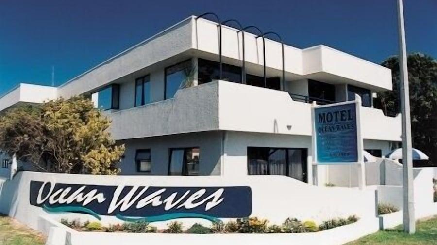 Ocean Waves Motel