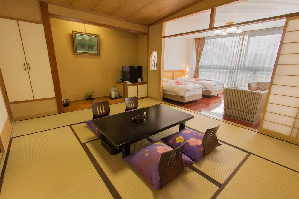 In-Room Dining, Yuzawa Grand Hotel