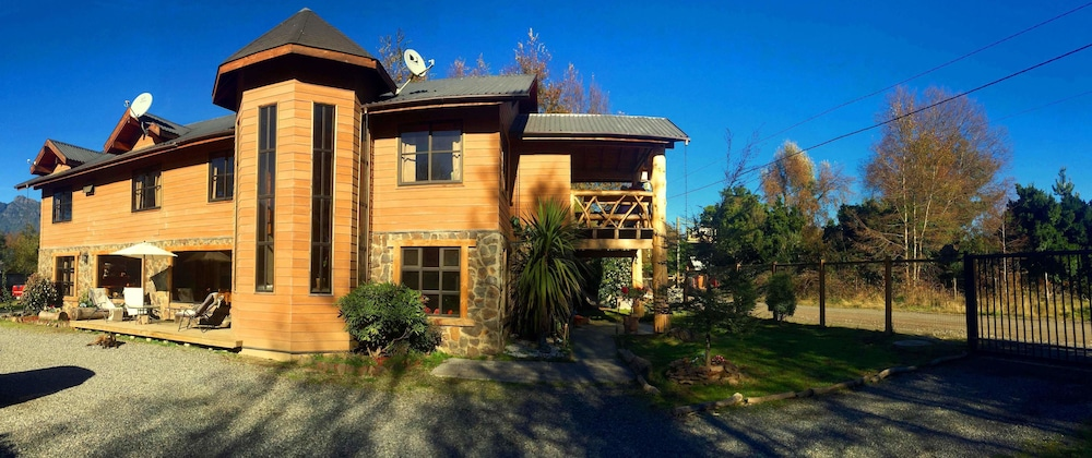 Hostal andes pucon reviews photos rates for Hostal luxury