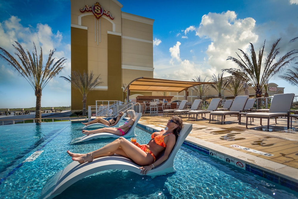 Outdoor Pool, Silver Slipper Casino Hotel