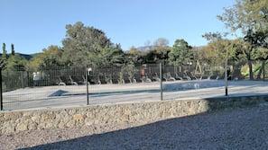 2 piscines extérieures, piscine naturelle