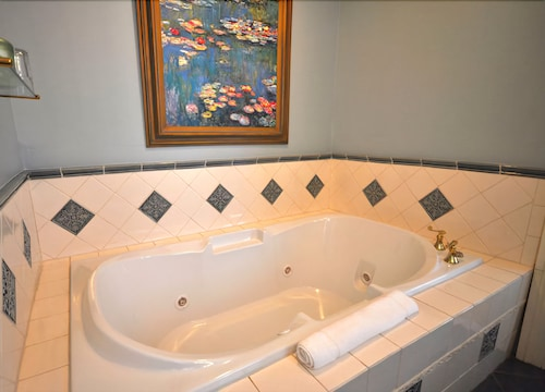 Deep Soaking Bathtub, Atlantis Inn Hotel
