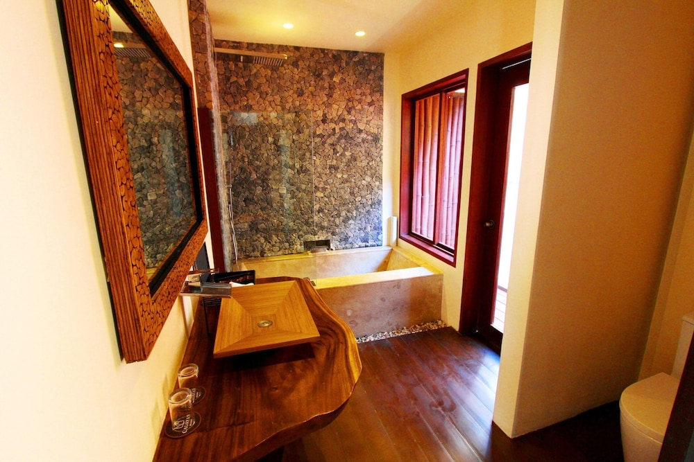 Bathroom, Cauayan Island Resort