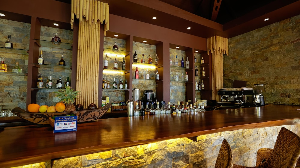 Bar, Cauayan Island Resort