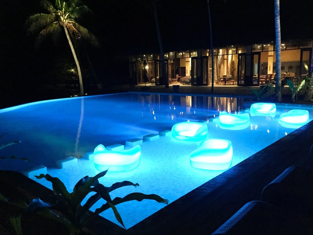 Infinity Pool, Cauayan Island Resort