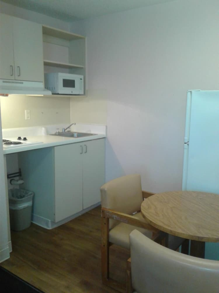 Private Kitchen, InTown Extended Stay San Antonio TX - Perrin Beitel Road