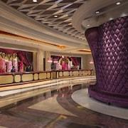𝗧𝗢𝗣 𝟭𝟬 𝗛𝗼𝘁𝗲𝗹𝘀 𝗶𝗻 Macau SAR (2019) | Expedia India