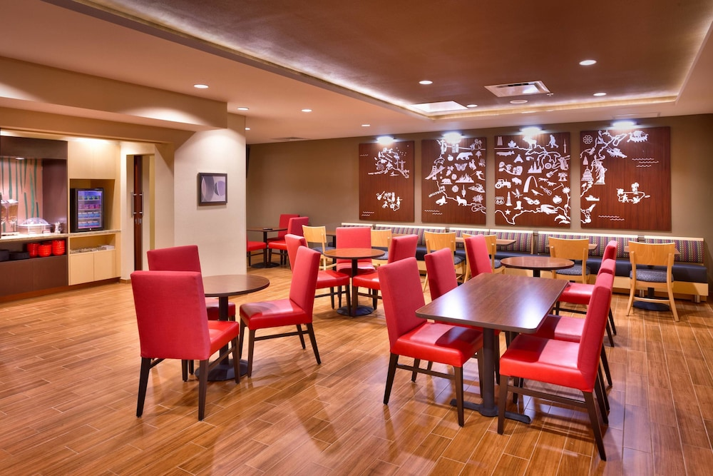 Restaurant, TownePlace Suites by Marriott Dickinson