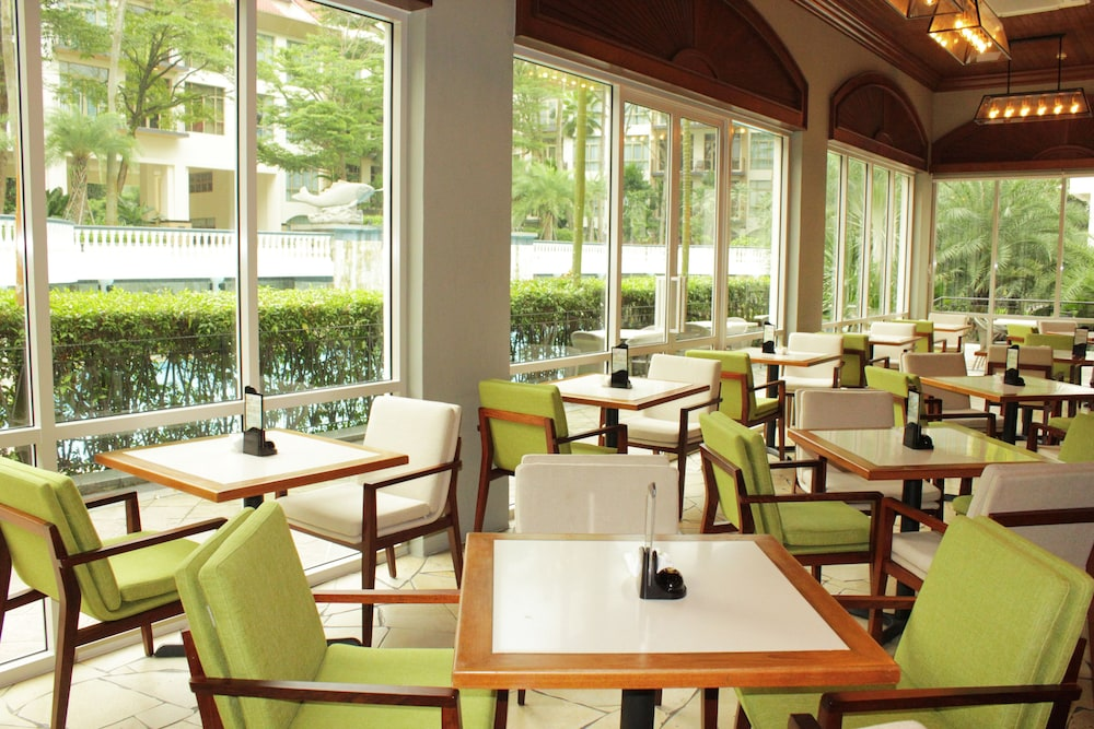 Cafe, Treetops Executive Residences