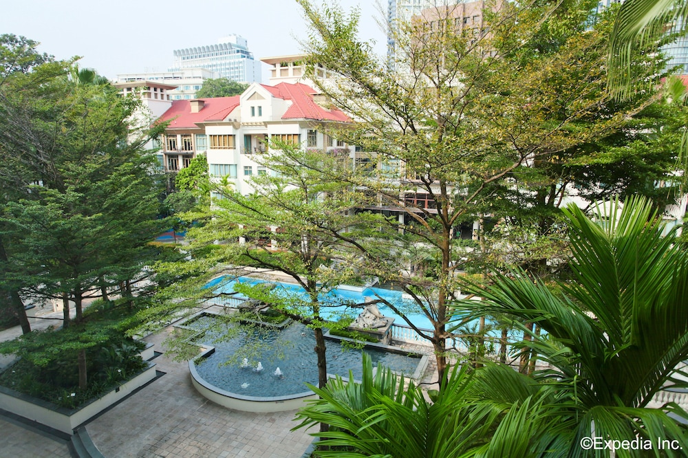 Outdoor Pool, Treetops Executive Residences