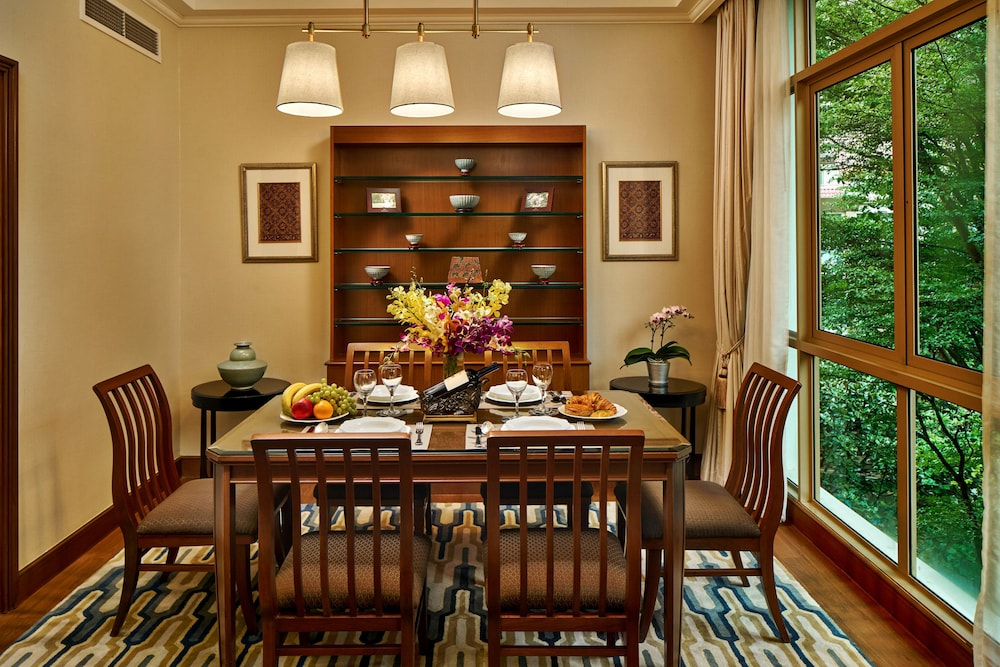 In-Room Dining, Treetops Executive Residences
