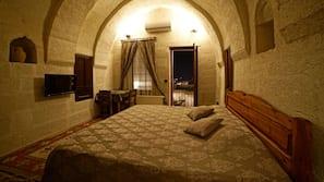 2 bedrooms, premium bedding, in-room safe, soundproofing