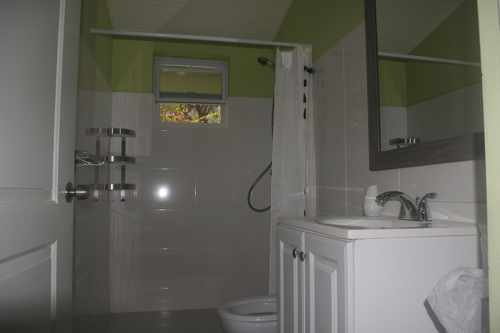 Bathroom, Advantage Mini Resort
