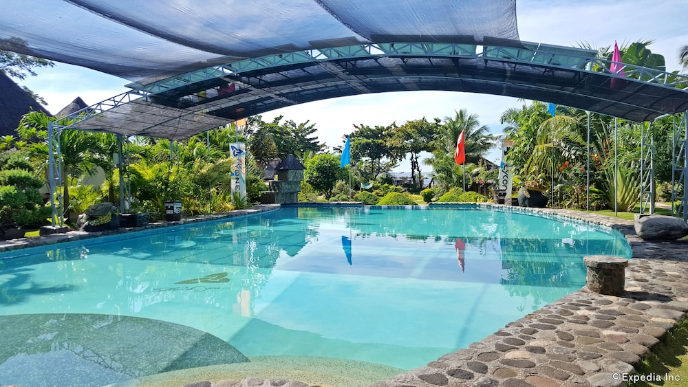 White chocolate hills resort reviews photos rates - Hotels in dumaguete with swimming pool ...