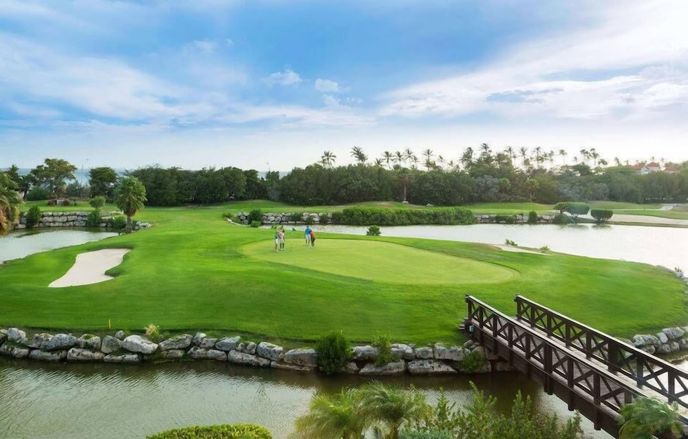 Golf, Tropical Digs
