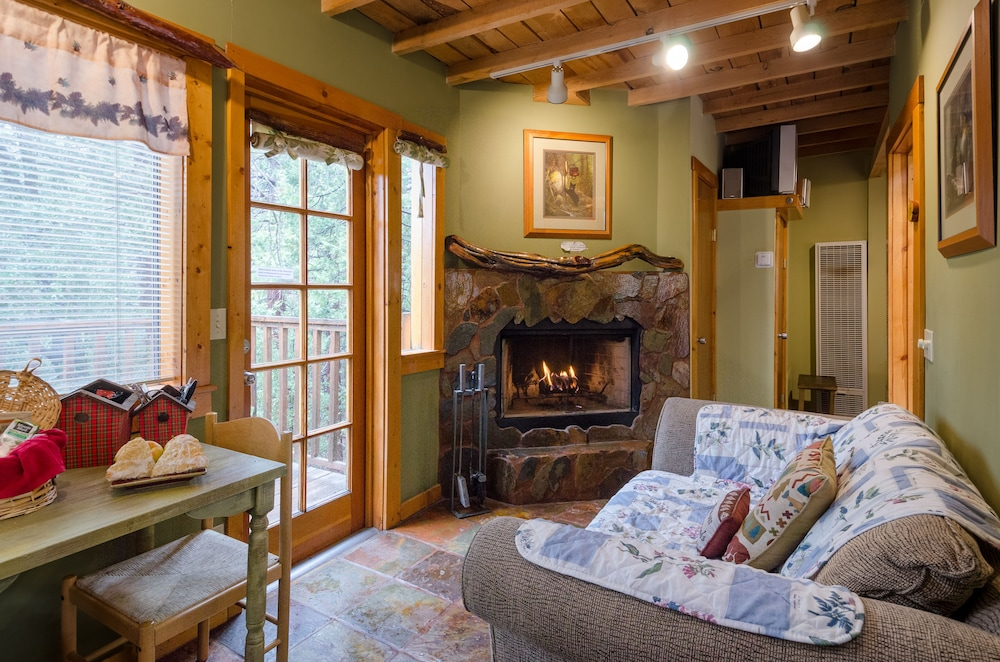 Idyllwild Bunkhouse in Idyllwild | Hotel Rates & Reviews on