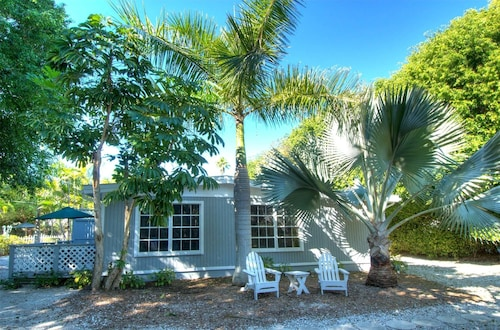 Seahorse Cottages on Sanibel - Adults Only