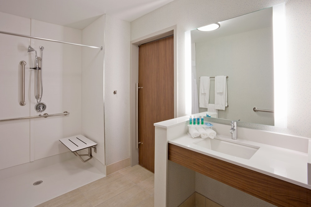 Bathroom, Holiday Inn Express & Suites Des Moines Downtown, an IHG Hotel