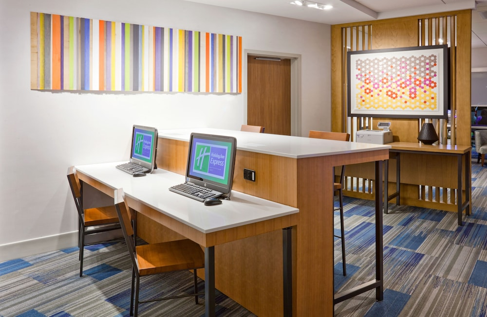 Business Center, Holiday Inn Express & Suites Des Moines Downtown, an IHG Hotel
