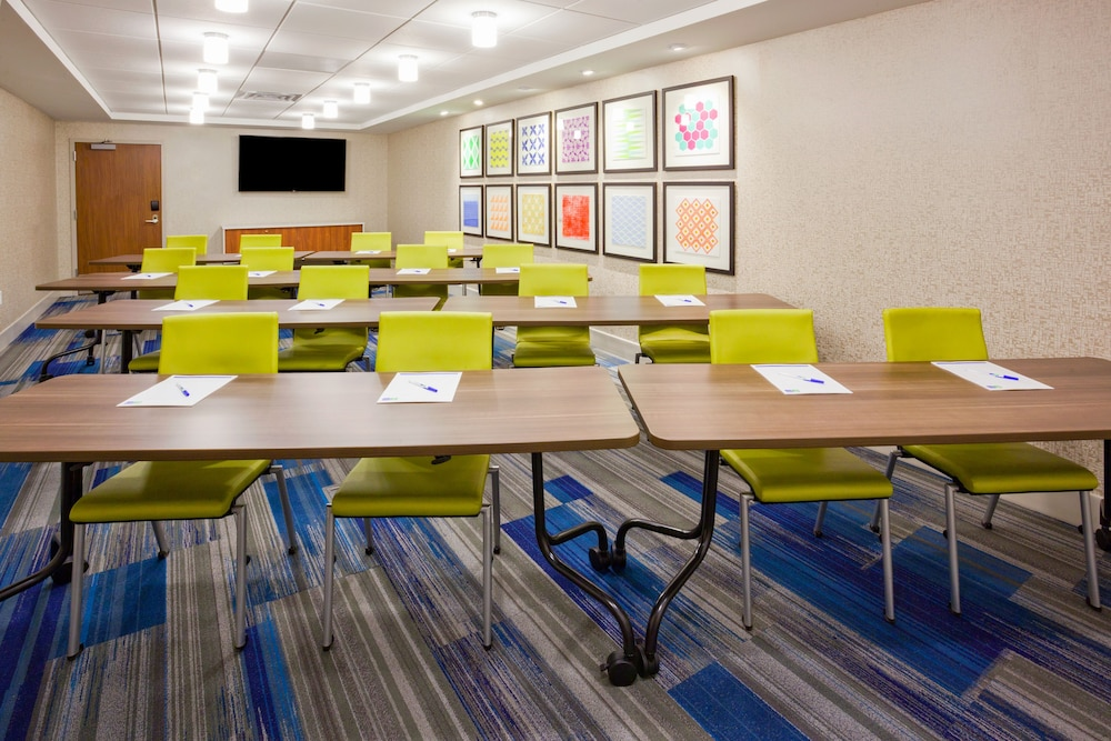 Meeting Facility, Holiday Inn Express & Suites Des Moines Downtown, an IHG Hotel