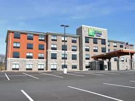 Holiday Inn Express & Suites Clarion, an IHG Hotel