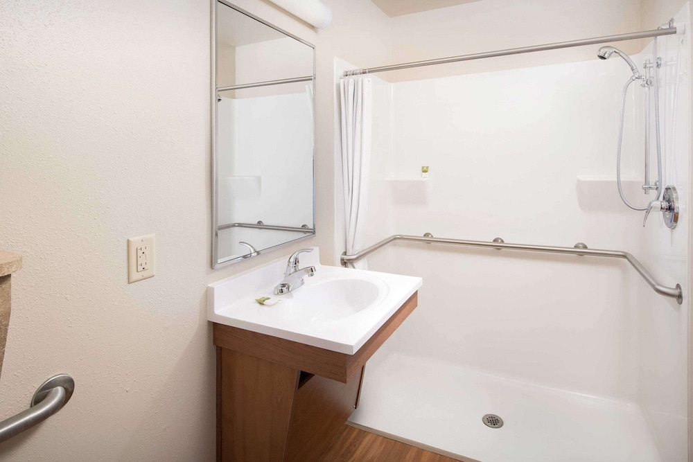 Bathroom, WoodSpring Suites Chattanooga