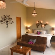 Casa Punta Perula Bed & Breakfast Suites