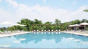 室外泳池;06:30 至 21:00 開放;免費小屋、泳池傘
