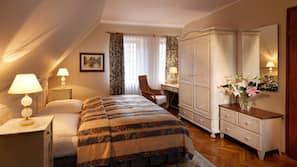 Minibar, Schreibtisch, Bügeleisen/Bügelbrett, Zustellbetten