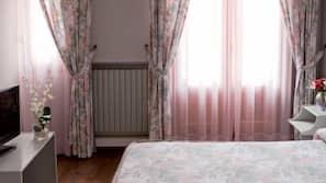 Caja fuerte, cortinas opacas, cunas o camas infantiles