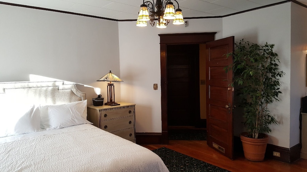 The Greenbriar Room Rate