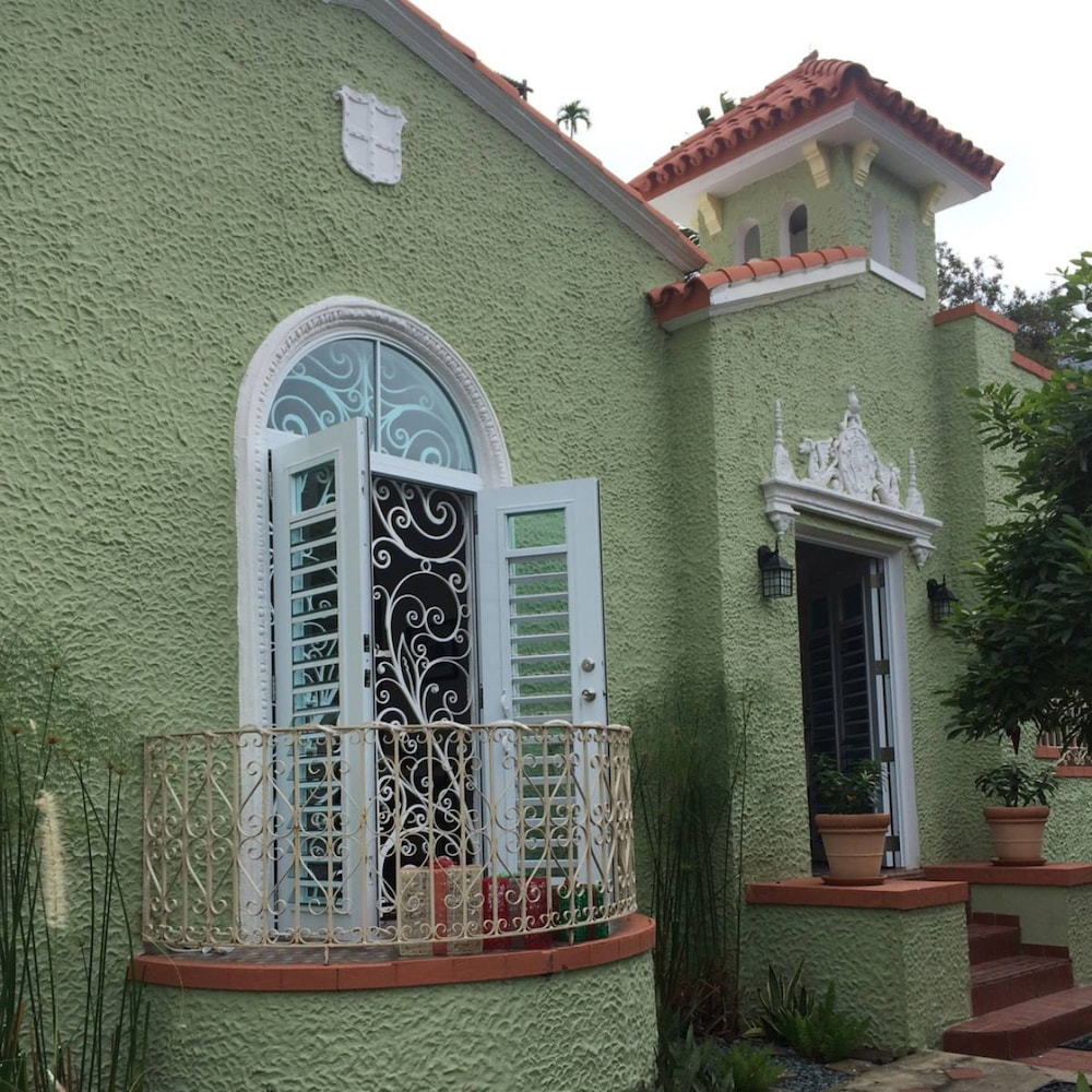 Front of Property, Casa Isabel Bed & Breakfast