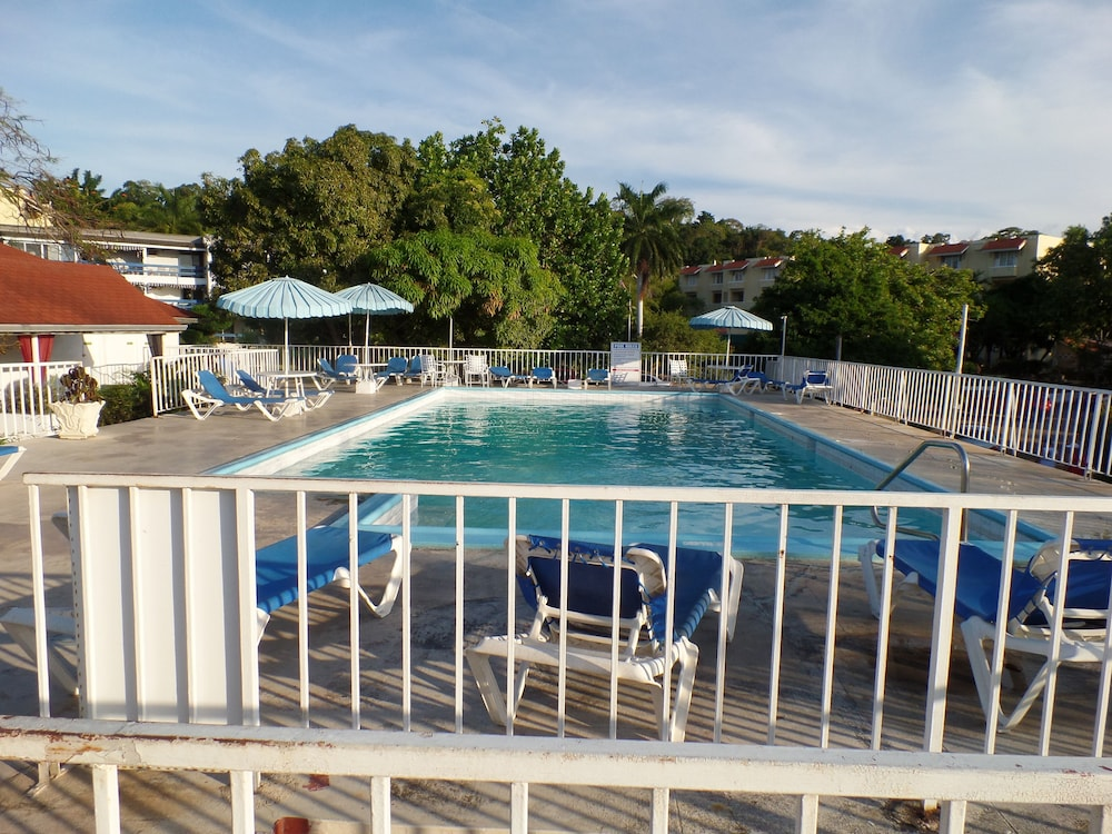Outdoor Pool, CORAL REEF BEACH SUITE AT MONTEGO BAY CLUB RESORT