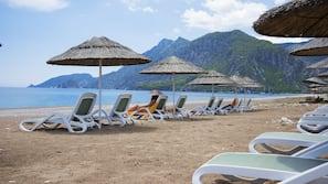 Privat strand i närheten, solstolar, parasoller och strandhanddukar
