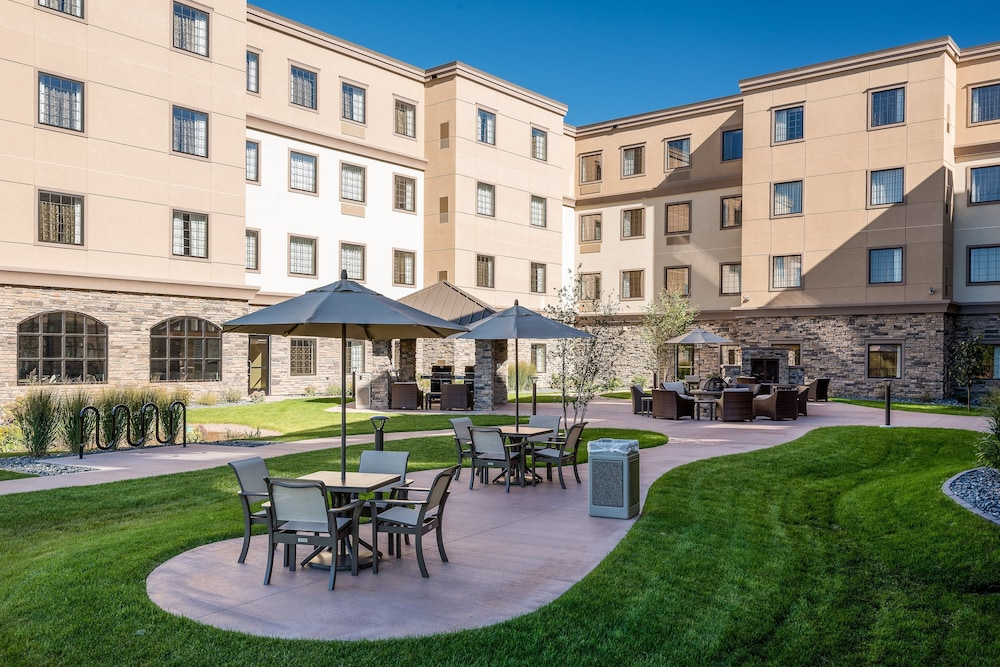 Outdoor Dining, Staybridge Suites Eau Claire - Altoona, an IHG Hotel
