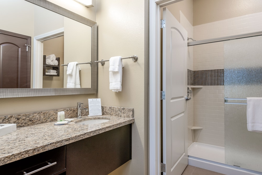 Bathroom, Staybridge Suites Eau Claire - Altoona, an IHG Hotel