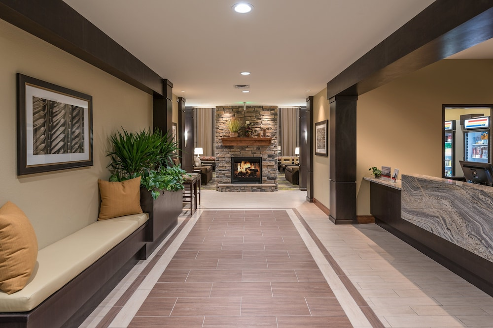 Lobby, Staybridge Suites Eau Claire - Altoona, an IHG Hotel