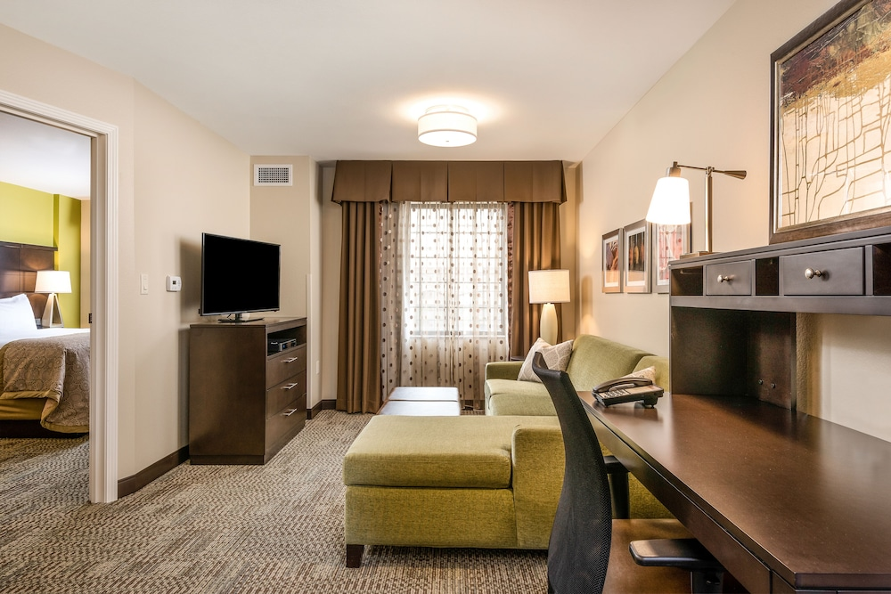 Room, Staybridge Suites Eau Claire - Altoona, an IHG Hotel