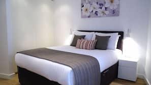 2 sovrum, egyptiska bomullslakan och värdeförvaringsskåp på rummet