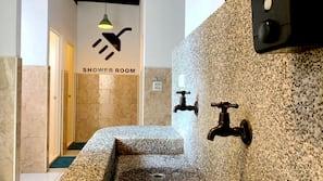 淋浴設備、免費浴室用品、風筒