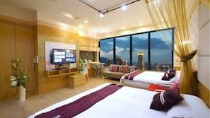 高級寢具、羽絨被、書桌、窗簾