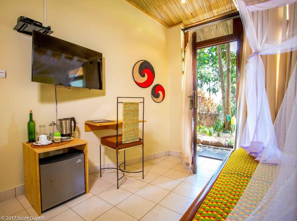 Heaven restaurant boutique hotel kigali rwanda expedia for Boutique hotel 63