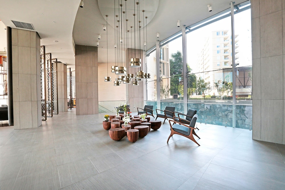 Interior Entrance, DoubleTree by Hilton Santiago Kennedy