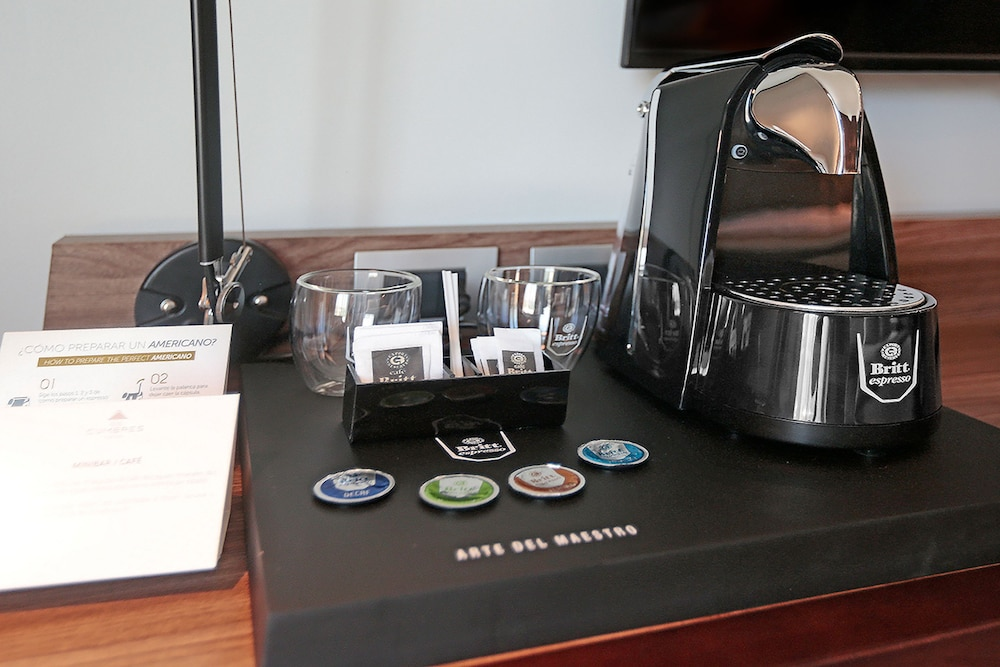 Coffee and/or Coffee Maker, DoubleTree by Hilton Santiago Kennedy