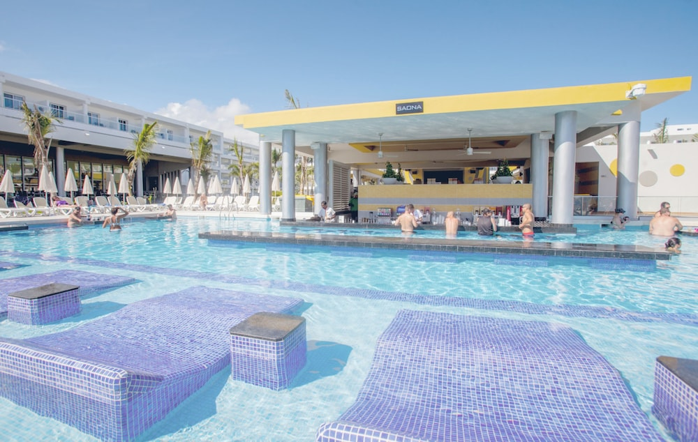 Poolside Bar, Riu Republica - Adults only - All Inclusive