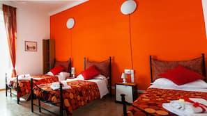 1 dormitorio, ropa de cama de alta calidad, escritorio y cortinas opacas
